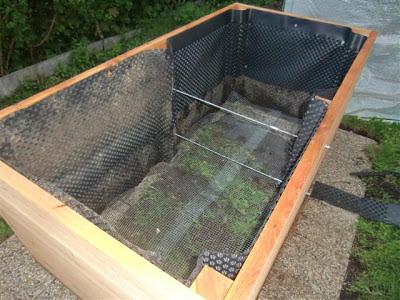 bau eines neuen hochbeets topfgartenwelt der salzburger gartenblog. Black Bedroom Furniture Sets. Home Design Ideas