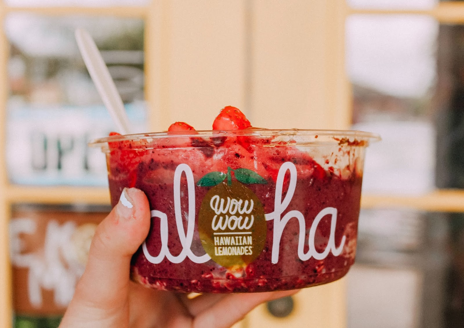 wow wow aloha lemonade acai bowl maui hawaii