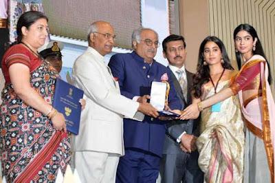 khushi-recieves-65th-National-Award-for-sridevi