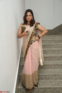 Shilpa Chakravarthy in Lovely Designer Pink Saree with Cat Print Pallu 009.JPG