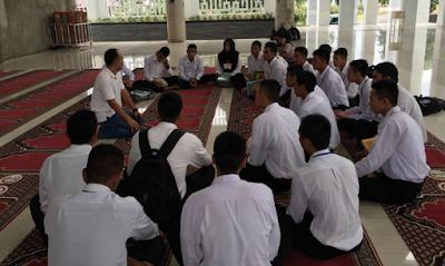 Calon Polisi Aceh yang Tidak Lolos Tes Baca Al Qur'an Diajarkan Baca Al Qur'an