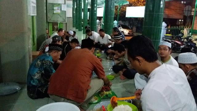 Salut Dachh !! Lihat Iktikaf Dan Sahur Bersama Kader Kader PKS Medan Maimun