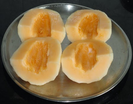 cut, remove the seeds and peel the mashmelon