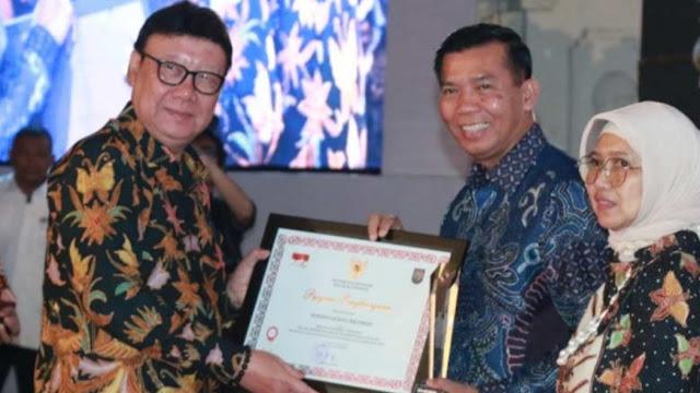 Dr.H. Firdaus, ST, MT Raih Penghargaan Prestasi Kinerja Tertinggi Secara Nasional Peringkat 4