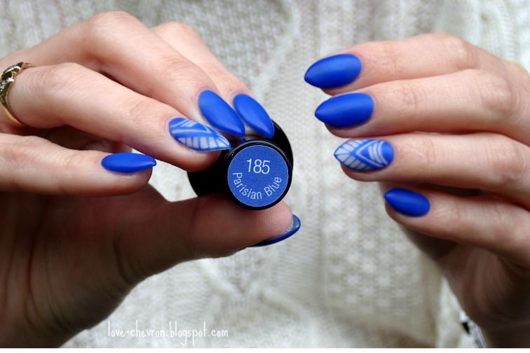kobaltowe paznokcie hybrydowe