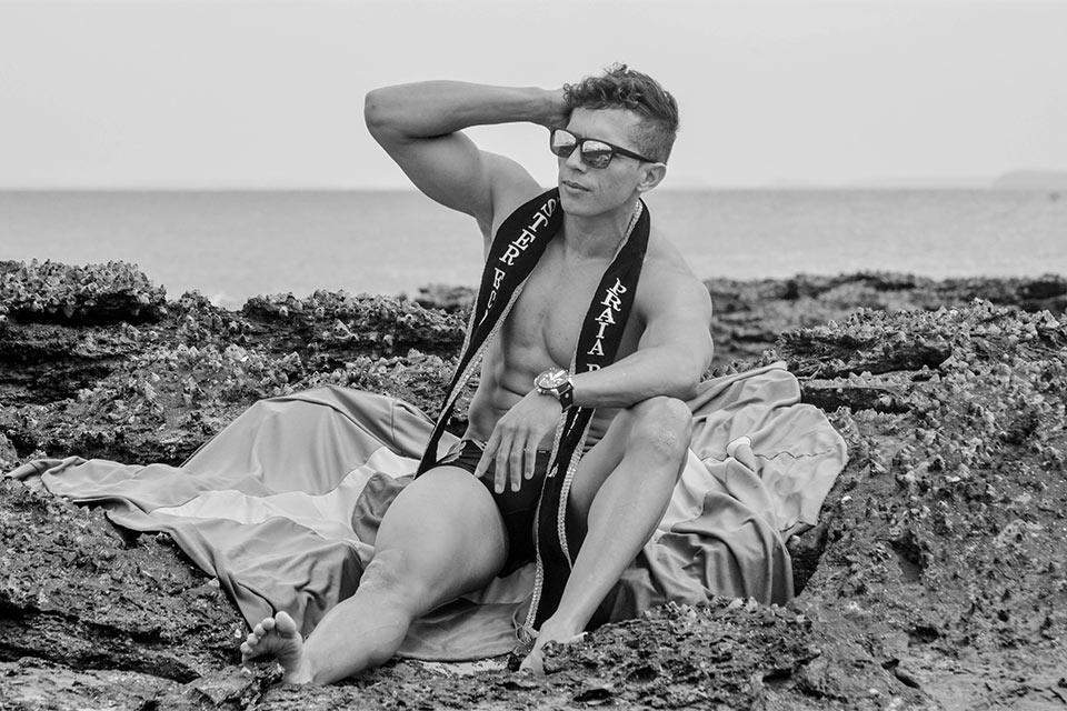Jailton Trauts, o Mister Eco Praia Brazil 2016, mostra o corpo sarado em ensaio. Foto: Daniel Carvalho