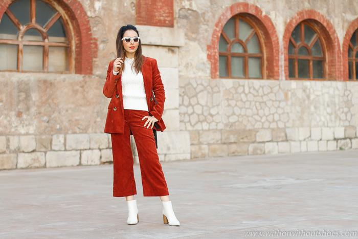 look urban chic comodo estiloso idea como combinar traje de pana jersey 3D y botines blancos