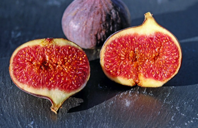 fig-cut-in-half