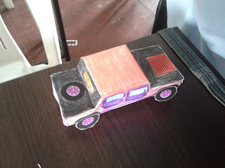 camioneta de papel elaborada usando moldes de la papertoys