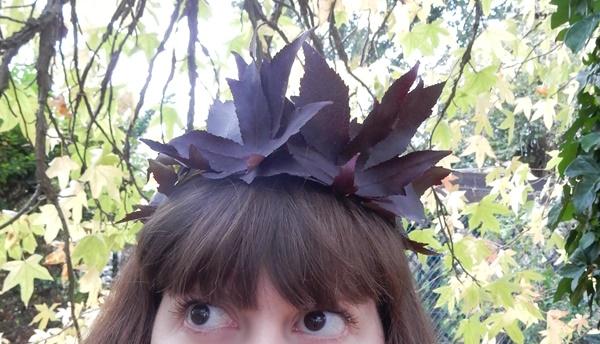 DIY : une couronne de feuilles pour Halloween
