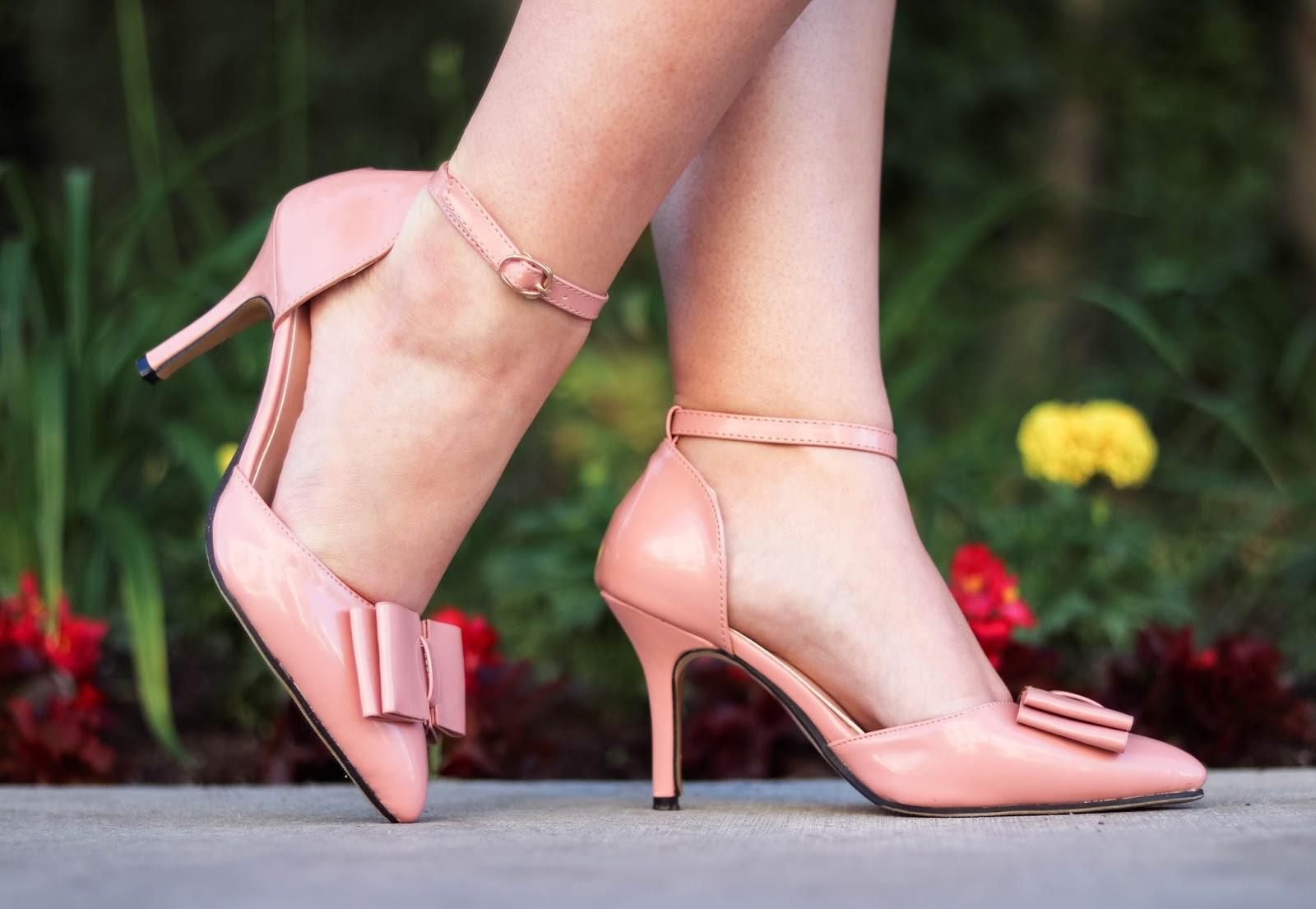 Elizabeth Hugen of Lizzie in Lace styles pink bow heels