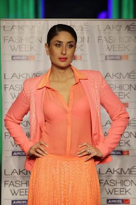 Kareena Kapoor Transparent Dress Show Bra in fashion show