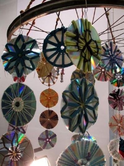 Lonceng angin terbuat dari cakram CD/DVD bekas
