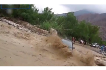 Coba Terjang Banjir Bandang, Pengemudi Ini Rasakan Akibatnya