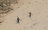 Centineleses atacando un helicóptero