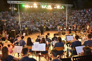 Ενθουσίασε η συναυλία - αφιέρωμα στον Σταύρο Ξαρχάκο. Νότες, ευαισθησία και αλληλεγγύη από το Μουσικό Σχολείο Κατερίνης