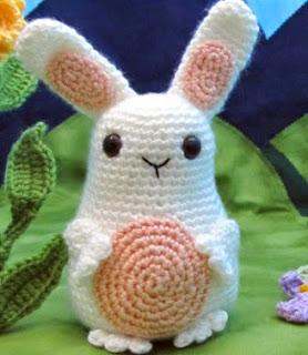 http://translate.google.es/translate?hl=es&sl=en&tl=es&u=http%3A%2F%2Fsquirrelpicnic.com%2F2014%2F03%2F13%2Fjelly-belly-bunny-crochet-pattern%2F%23more-3467