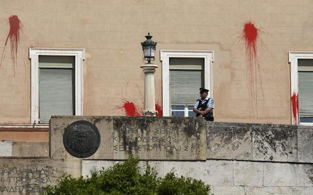 Επίθεση Ρουβίκωνα στη Βουλή για τον Κουφοντίνα