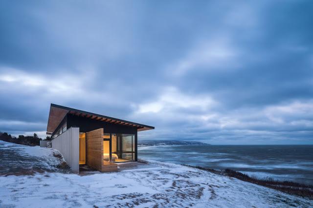 Cabaña de madera en Cánada por Omar Ghandí Architect
