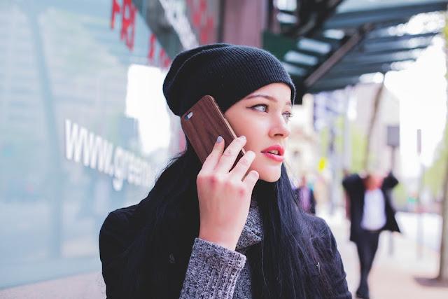 lady smartphone