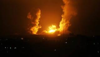 الطيران الحربي الإسرائيلي يشن غارات جوية عنيفة على أراض زراعية شرق غزة