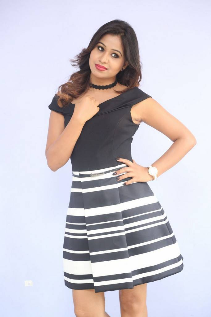 Manali Rathod At Howrah Bridge First Look Launch Stills