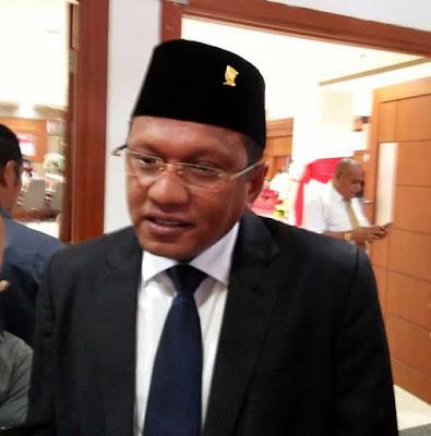 Ambon, Malukupost.com - Ketua DPRD Maluku, Edwin Adrian Huwae, mengatakan Anggaran Pendapatan Belanja Daerah Provinsi Maluku tahun 2019 tidak mengalami peningkatan anggaran, bahkan turun. Di tahun 2018, APBD Maluku sebesar Rp.3,4 Triliun, namun di tahun 2019 turun dua persen, yakni Rp.3,2 triliun.