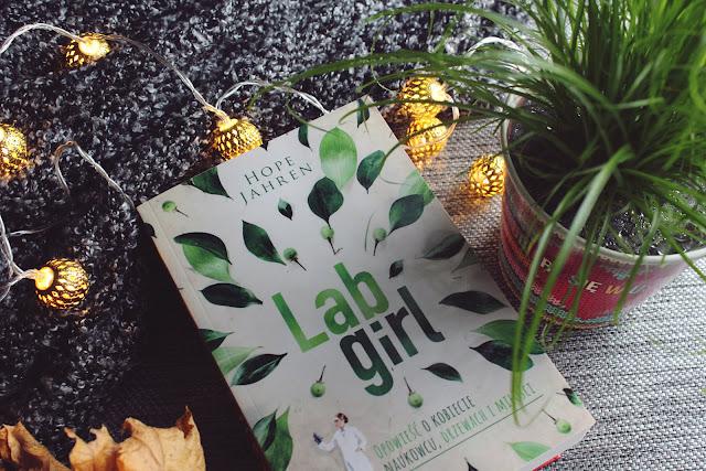 Książka o kobiecie naukowcu. Książka o roślinach. Recenzja książki.