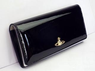 ヴィヴィアンウエストウッド ブラックエナメル二つ折り長財布