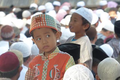 Melatih Keterampilan Tenang Anak Ketika Berada di Masjid