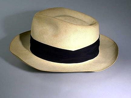 Un sombrero panamá hat. En realidad son hechos en Ecuador. Imagen de  Wikipedia cf269a851d5