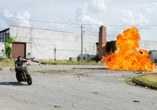 Daryl Dixon (Norman Reedus) nell'episodio 1