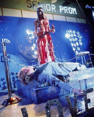 Sissy Spacek y William Katt en uno de los momentos más célebres de 'Carrie'