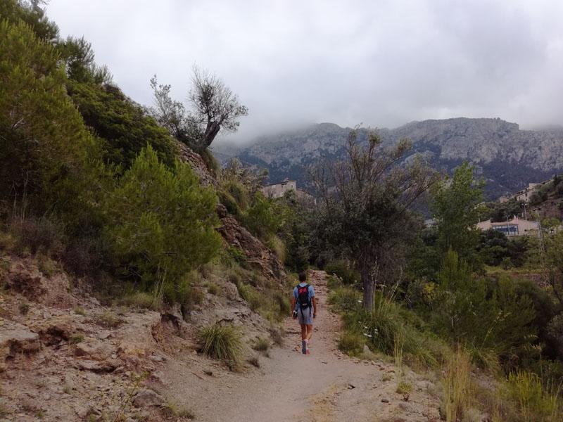 Trekking verso Cala Deià
