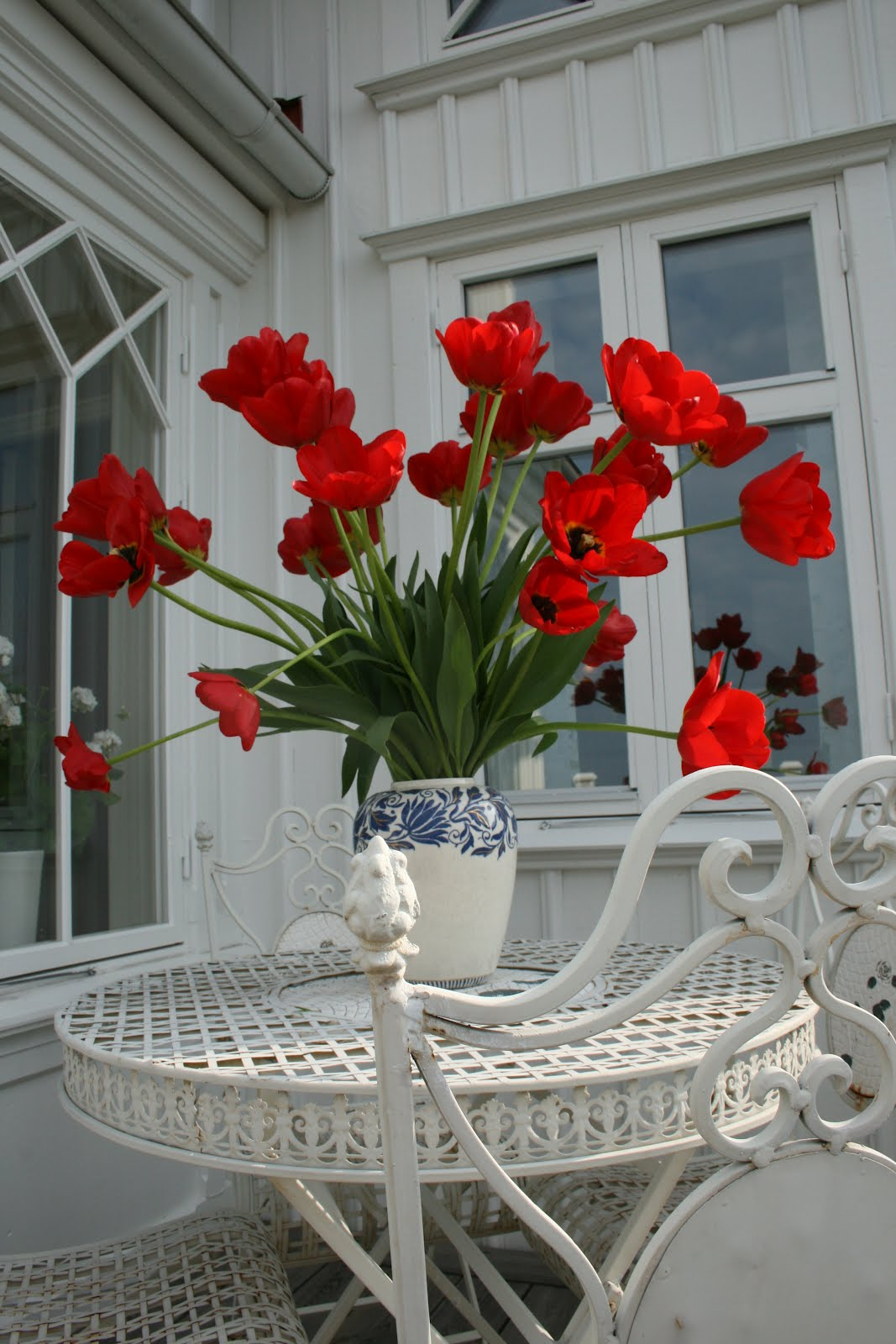 vårträdgård tulpaner