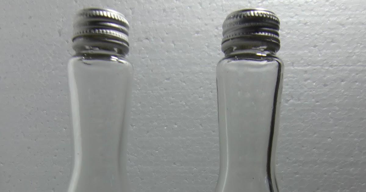 CILEGON ANTIK: Botol Kaca Model Unik Motif Warna Biru