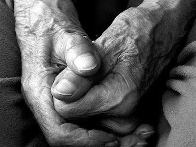 Αποτέλεσμα εικόνας για agriniolike ηλικιωμένη