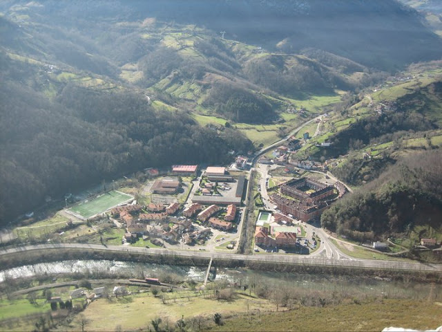 Rutas Montaña Asturias: Vista de Santa Eulalia de Morcín desde el Castiellu