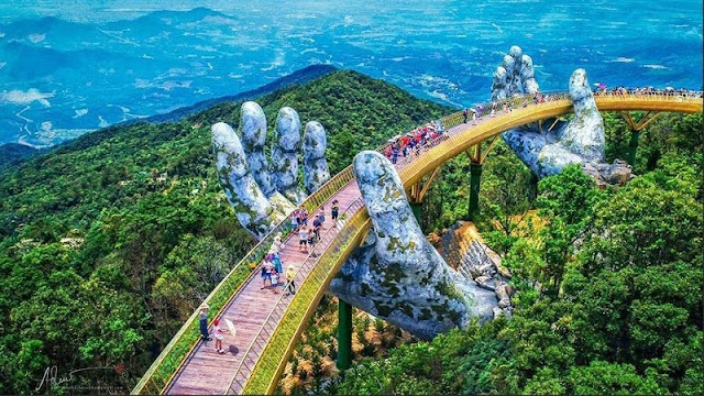 "Golden Bridge Da Nang received the ""praise rain"" when appearing on the world famous social network"
