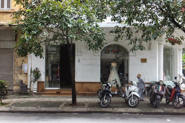 hanoi-sidewalk ハノイの歩道2