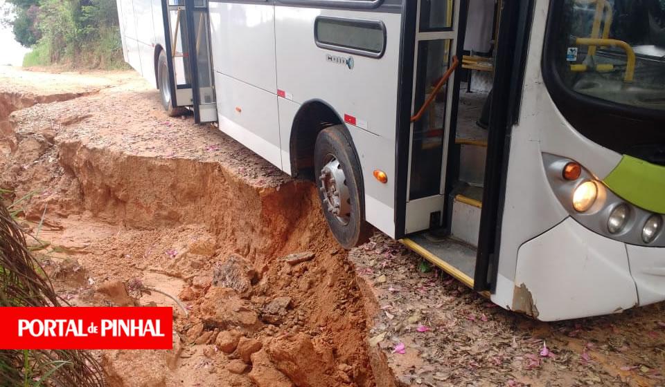 Chuva destrói estradas e prejudica transporte escolar de alunos da zona rural de Pinhal