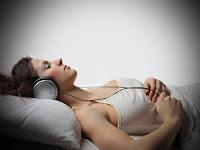 3 Risiko dan Dampak Bahaya Mendengarkan Musik di Smartphone SebelumTidur