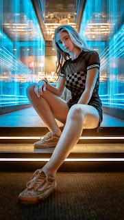 Girls Mobile HD Wallpaper