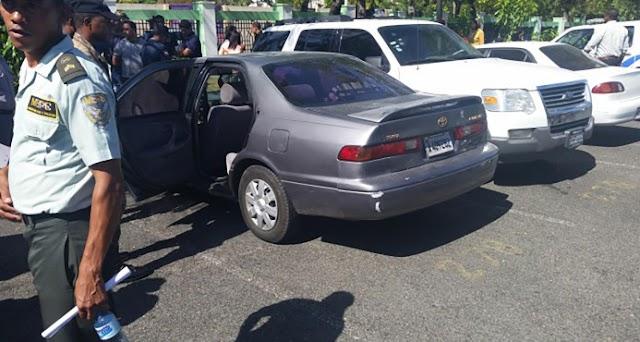 Bebé muere asfixiada, olvidada en vehículo