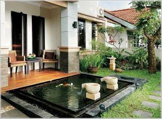 taman rumah minimalis dengan kolam ikan air mancur