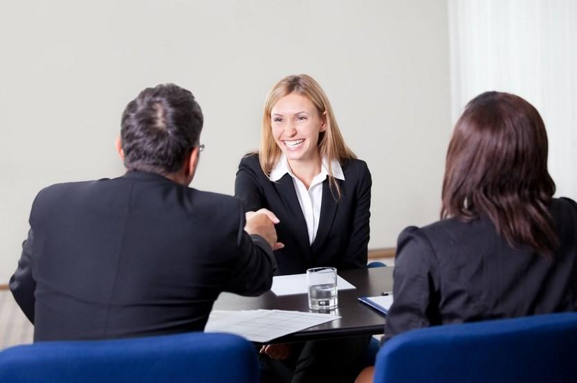 foto busana pada saat wawancara Tips dan Cara Mencari Pekerjaan