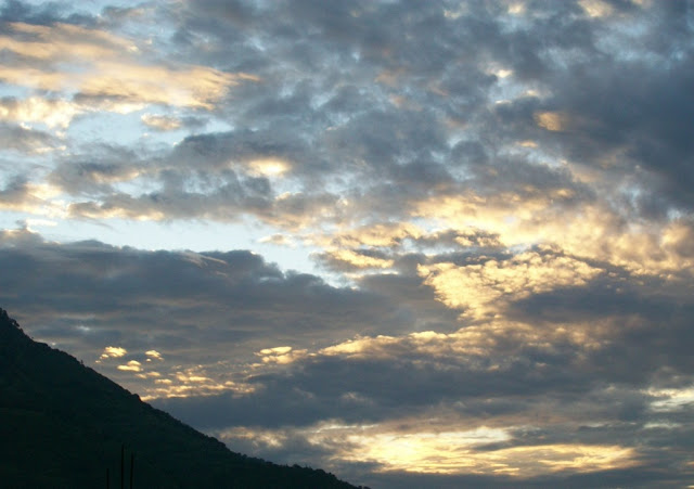 कटरा में सूर्योदय के समय का दृश्य