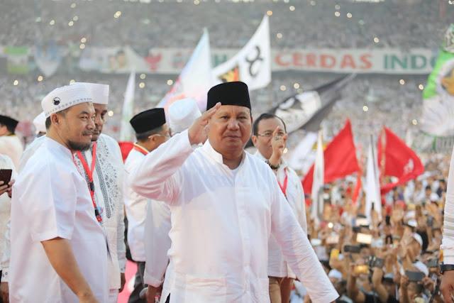 Prabowo: Hei, Bung! Rakyat Butuh Pekerjaan, Bukan Kartu