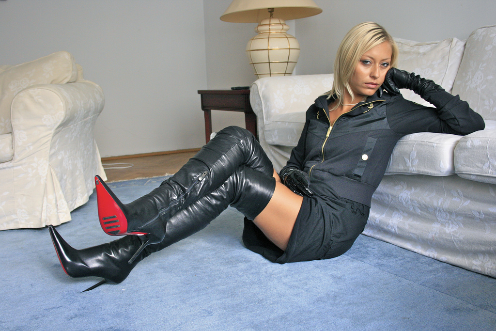 Womens funtasma faux leather clingy high heel gogo boots fetish white psychotic leopard