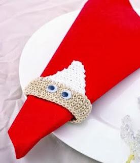 http://www.hogarutil.com/decoracion/manualidades/ropa-costura/201311/servilletero-ganchillo-papa-noel-22327.html